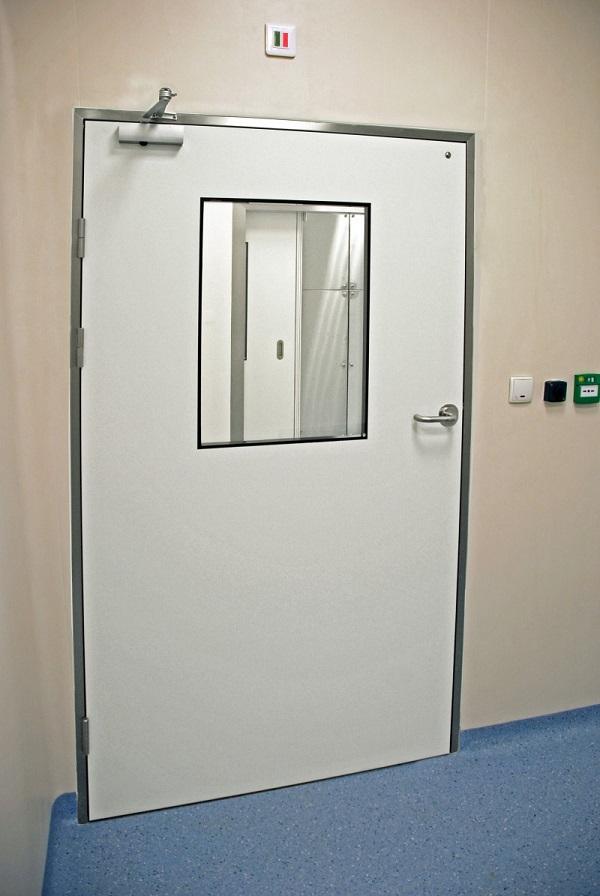 Распашные двери медицинские